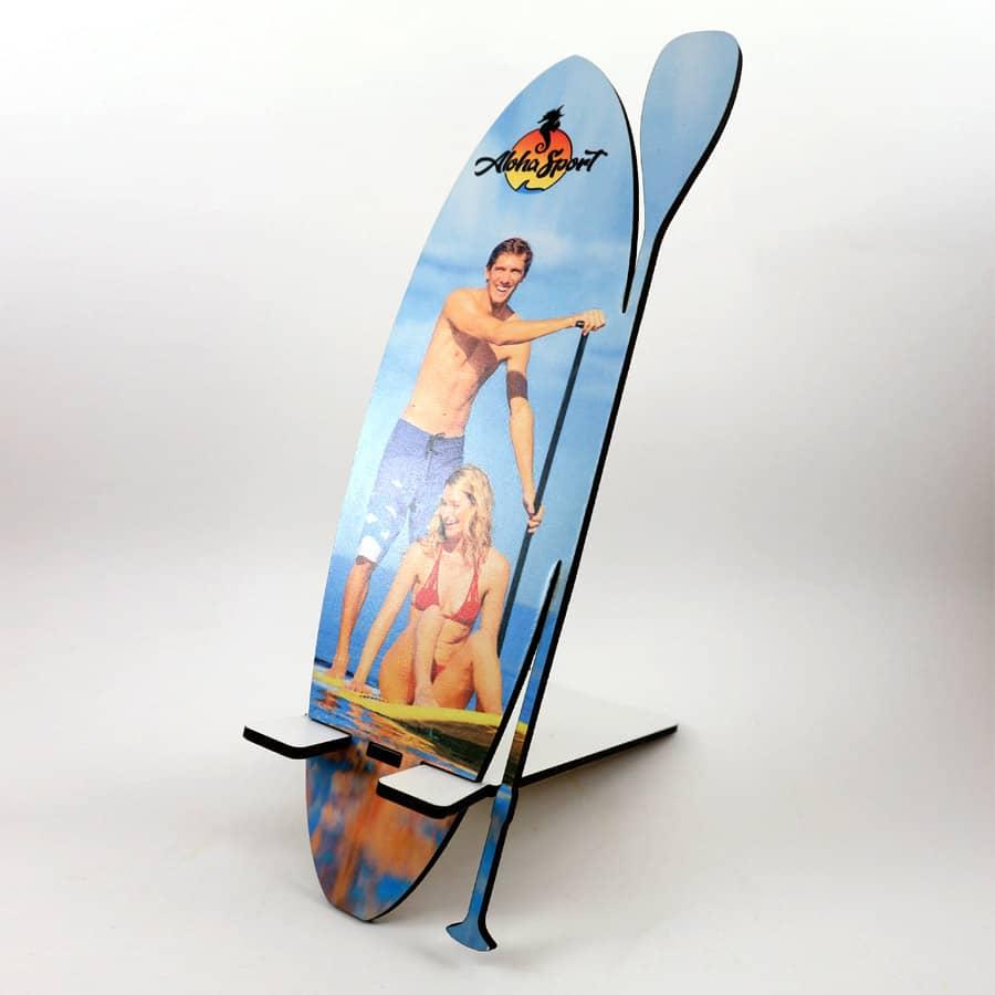 Soporte móvil cortado en MDF de 3mm con forma de tabla de SUP y personalizable con foto