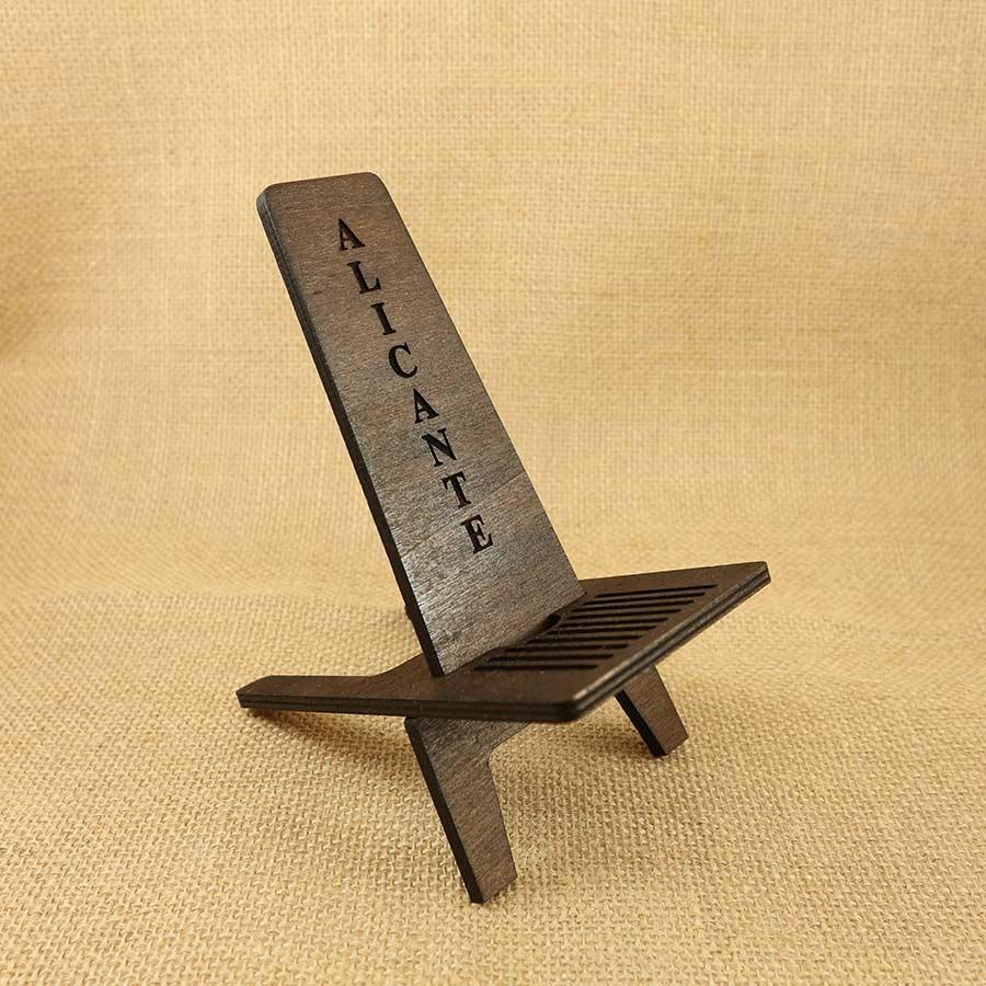 Soporte para Móvil cortado y grabado en madera contrachapada de 5mm Forma de silla moderna.