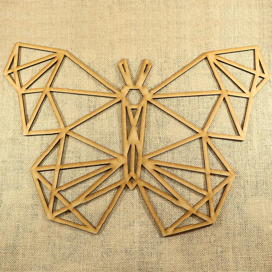 Mariposa con forma poligonal cortado con láser en MDF de 3mm de espesor, ideal para decorar una pared o una puerta, se puede pintar y darle el color que más te guste.